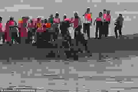 Cứu hộ cắt thân tàu, giải cứu người mắc kẹt