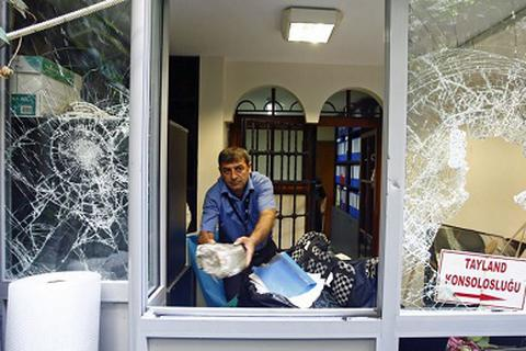 Người biểu tình Thổ Nhĩ Kỳ đập phá sứ quán Thái Lan