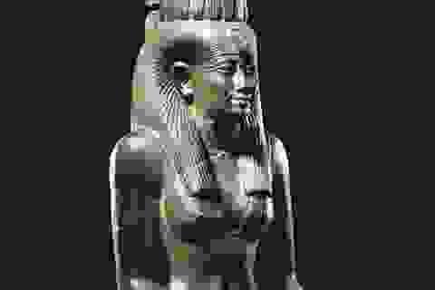 Hơn 100 tỷ đồng cho một bức tượng cổ Ai Cập