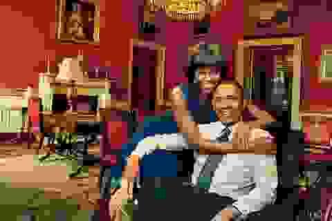 Tổng thống Mỹ vẫn mặc lại chiếc quần kaki từ thời... 20 tuổi