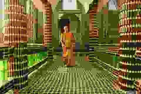 Độc đáo ngôi chùa được xây từ hàng triệu vỏ chai bia