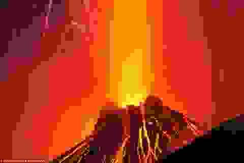 """Ảnh đẹp ấn tượng của người """"đi săn núi lửa"""""""