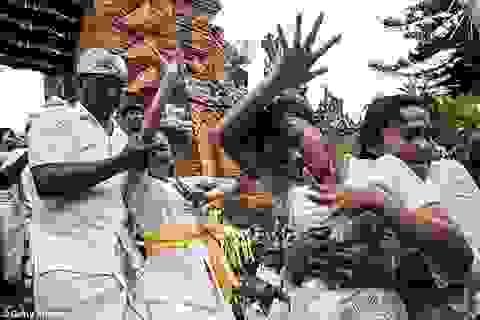 Nghẹt thở xem nghi lễ tôn giáo rùng rợn nhất thế giới