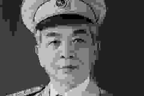 Tặng sách và tranh gia đình Đại tướng Võ Nguyên Giáp