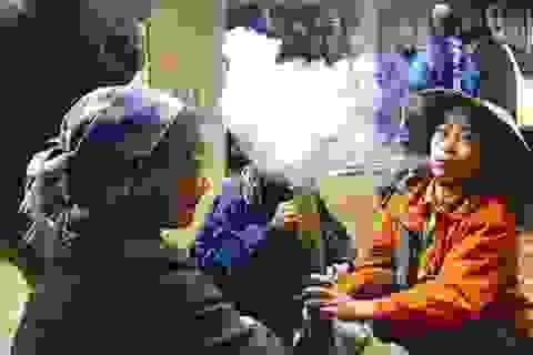 Ở nơi con gái không biết hút thuốc lào dễ bị… ế chồng