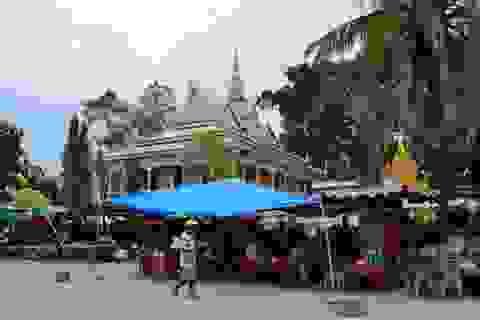 """Sóc Trăng: Bao giờ mới chấm dứt """"họp"""" chợ bát nháo trong chùa Chén Kiểu ?"""