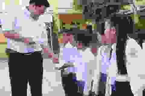 Quỹ Khuyến học Việt Nam phối hợp báo Dân trí và Grobest trao học bổng đến với học sinh nghèo Bạc Liêu, Cà Mau