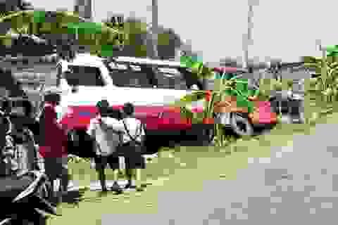 Xe buýt lật nghiêng, nhiều hành khách nhập viện cấp cứu