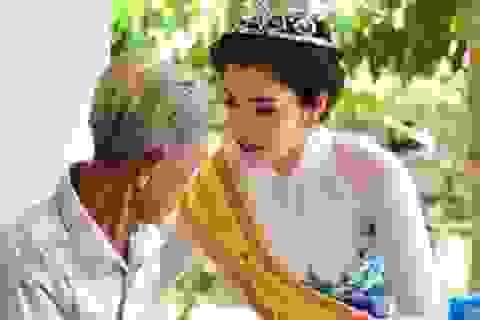 Hoa khôi ĐBSCL 2015 thăm các cụ già neo đơn