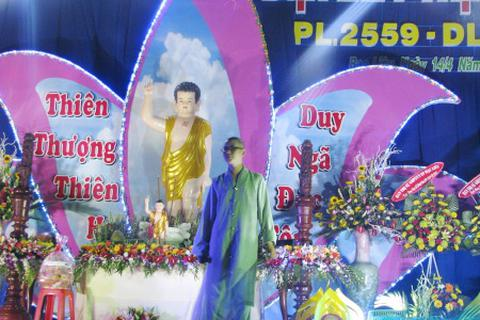 Rộn ràng tiếng hát tăng ni, phật tử mừng mùa Phật Đản