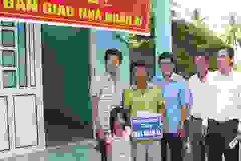 Bàn giao nhà Nhân ái đến 3 cha con anh Lê Văn Cần