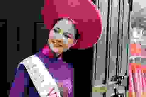 Hoa hậu Trần Thị Quỳnh mặc áo dài quảng bá vẻ đẹp Việt