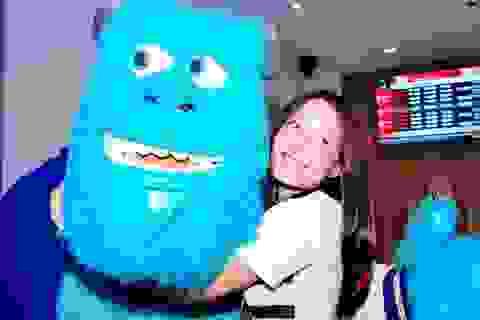 Anna Trương xinh đẹp bên… quái vật