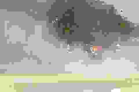 Bùn đất gây bụi mù mịt trên đại lộ hiện đại nhất Sài Gòn