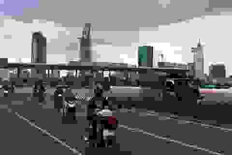 Xe tải bốc khói trong hầm vượt sông Sài Gòn