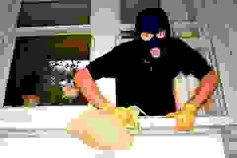 Đi trộm bị phát hiện, nam sinh siết cổ trưởng ấp suýt chết