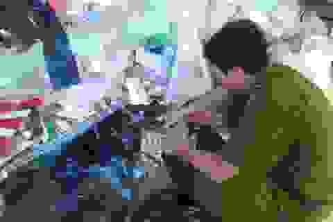 Đột kích điểm sản xuất, mua bán mỹ phẩm lậu ở cửa ngõ Sài Gòn