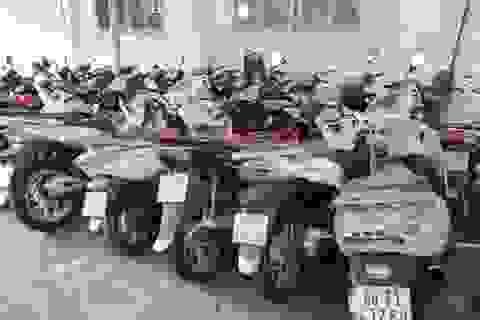 """3 thanh niên mang 22 xe máy """"xịn"""" đi cầm hơn nửa tỷ đồng"""