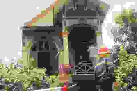 Ngôi nhà 2 tầng bốc cháy khi gia chủ đi vắng