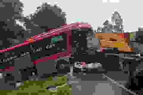 Vụ xe khách đấu đầu xe tải: Bắt tạm giam một tài xế