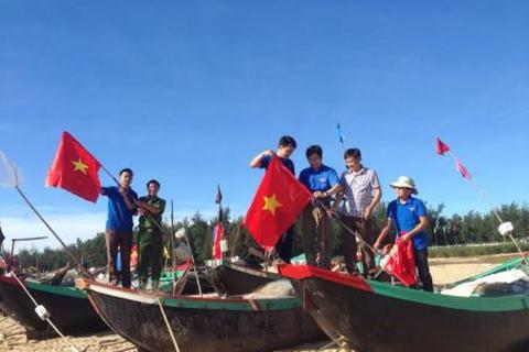 Hơn 1.000 đoàn viên, thanh niên ra quân làm sạch môi trường biển