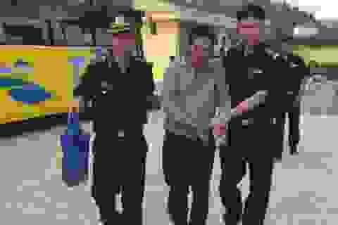 Mang 4 bánh heroin vào Việt Nam tiêu thụ thì bị bắt