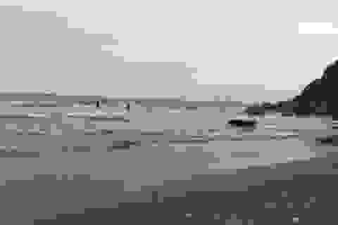 3 học sinh rủ nhau tắm biển, hai nạn nhân bị cuốn trôi