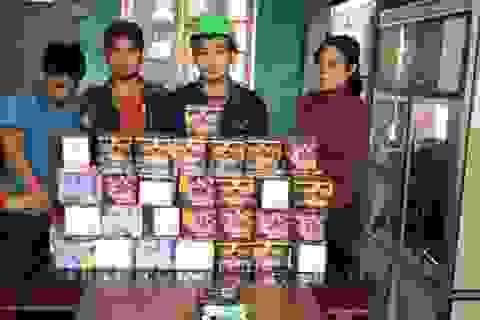 """Bắt bốn đối tượng """"cõng"""" 70kg pháo nổ từ Quảng Bình ra Hà Tĩnh"""