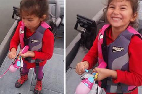 Bé gái 5 tuổi câu được cá lớn bằng... cần câu đồ chơi