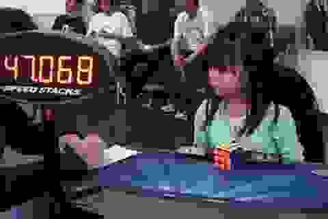 Thán phục cô bé 3 tuổi giải quyết khối rubik trong 47 giây