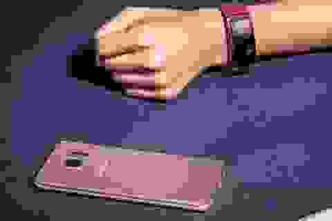 Samsung ra mắt vòng đeo thông minh và tai nghe không dây tự phát nhạc