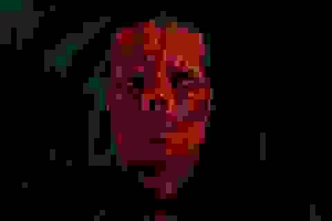Chi 380.000 USD cắt mũi và phẫu thuật gương mặt để giống... ác quỷ