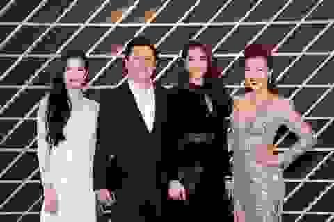 Phạm Hương sành điệu với Versace