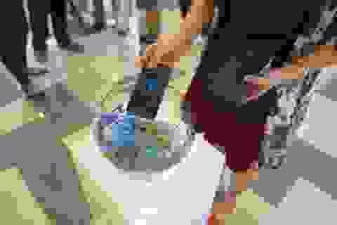 Chẳng ngại dính nước với Galaxy S7