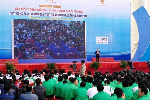 Hơn 1.000 người tham gia phát động đảm bảo ATGT năm 2016