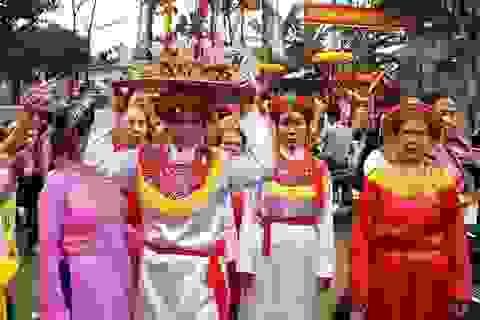 Dân làng Thiều cùng nhau góp lễ ăn Tết lại