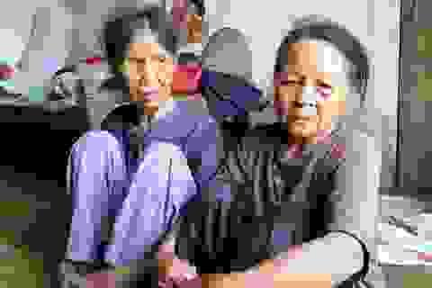 Thương bà cụ 73 tuổi nuôi chị 88 tuổi trong mù lòa đau yếu, bệnh tật