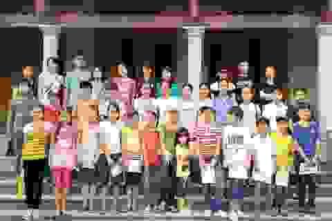 Lớp học tiếng Anh đặc biệt nơi cửa chùa