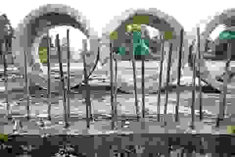 Dự án trung tâm TDTT bỏ hoang chục năm, biến thành nơi chứa… ống cống