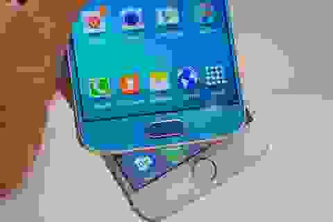 """Galaxy S6, iPhone 6 - """"Kẻ 8 lạng, người nửa cân"""""""
