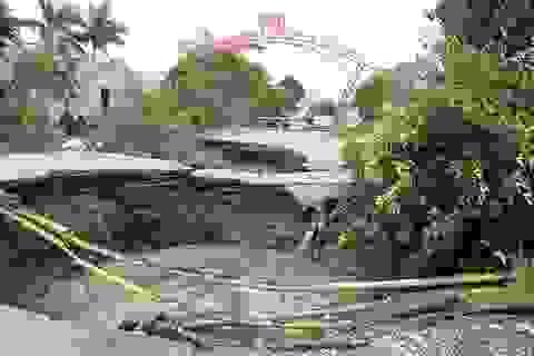 """Xuất hiện """"hố tử thần"""" rộng hơn 100m2 ở Quảng Ninh"""