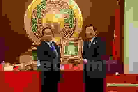 Chủ tịch nước đến thăm Đại sứ quán Việt Nam tại Trung Quốc