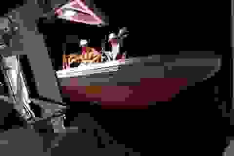 Cứu thành công 2 thuyền viên trên tàu cá bị chìm
