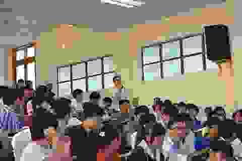 """""""Sếp"""" công nghệ chia sẻ kinh nghiệm với sinh viên Đà Nẵng"""