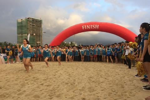Hơn 8000 đôi chân trần đua tài trên bãi biển Đà Nẵng