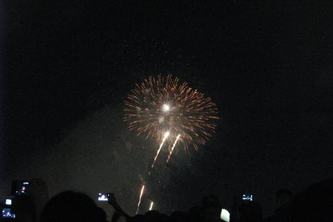 Đà Nẵng bắn pháo hoa trên bãi biển chào năm mới