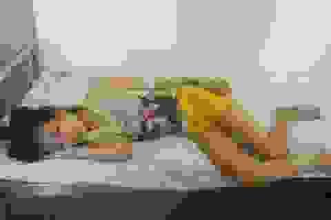 Cô bé câm điếc mồ côi cha mẹ bị bệnh ung thư máu đã mất