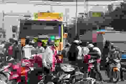 """Tai nạn tại ngã tư """"tử thần"""", giao thông hỗn loạn"""