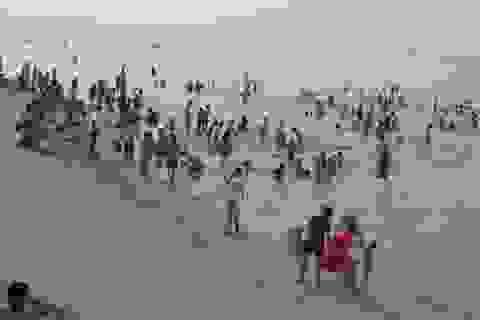 Đổ xô ra biển xả hơi ngày lễ