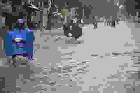 Quảng Ngãi: Mưa xối xả, phố biến thành… sông